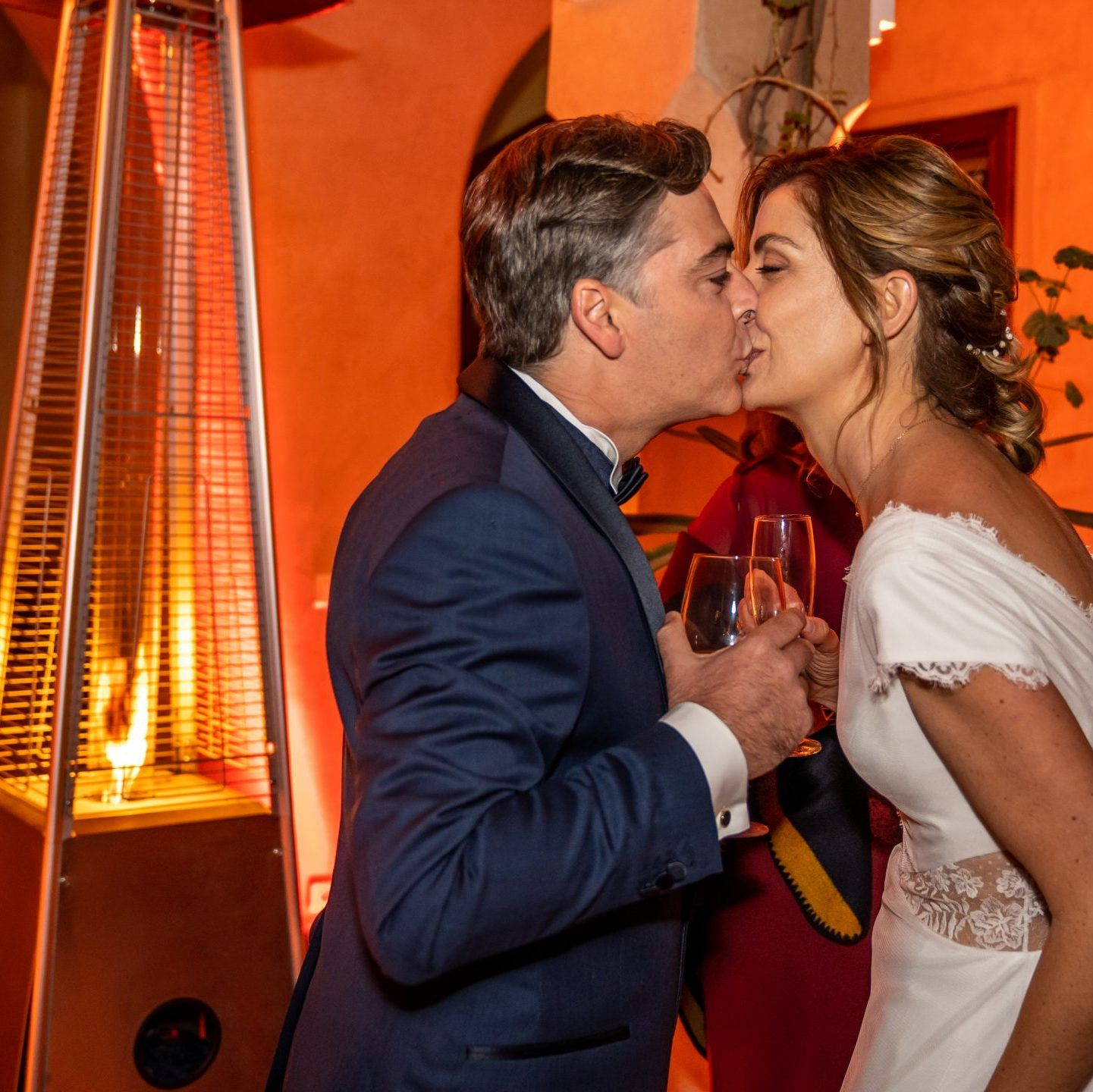 Bride and Groom of a Wedding en toute Simplicité Bespoke by Hello Event