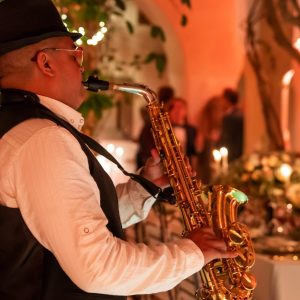 Jazz Music Player Entertainment for a Wedding en toute Simplicité Bespoke by Hello Event